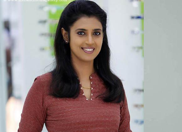 https://cdn.tamilspark.com/media/17293j3e-kasthurilarge.jpg