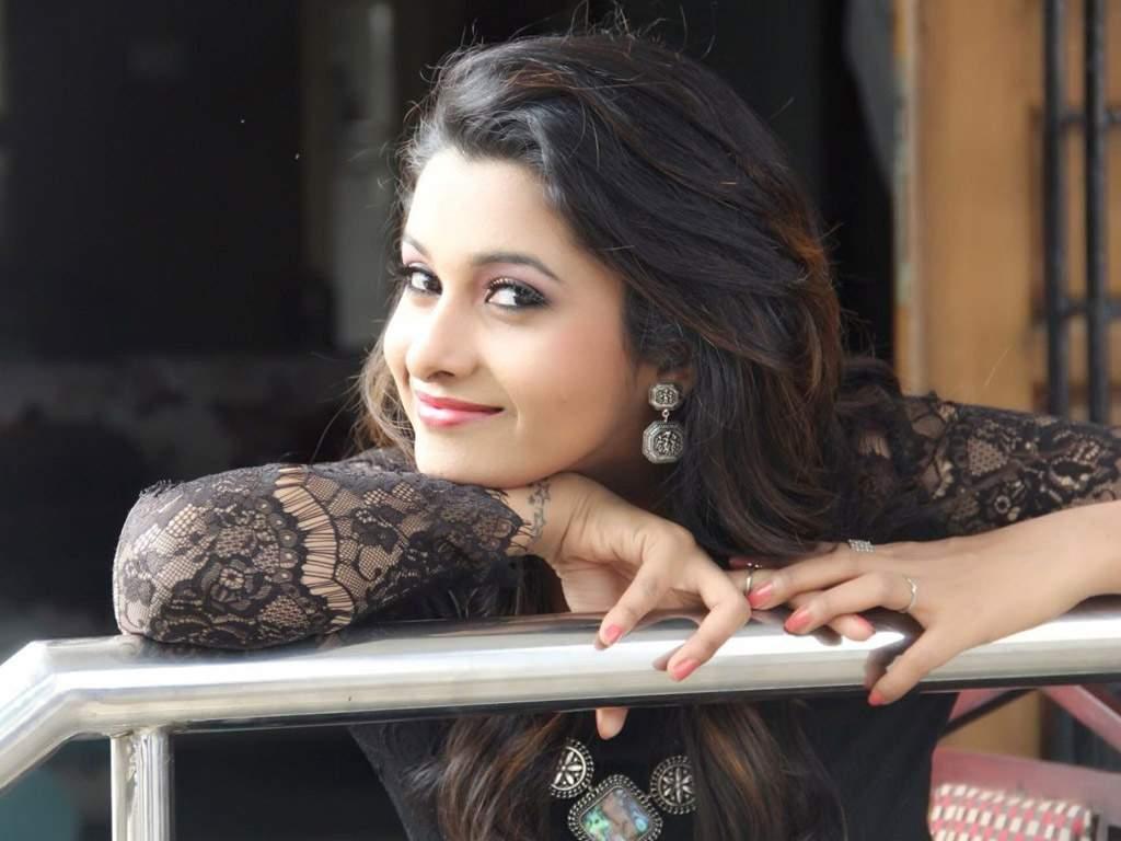 https://cdn.tamilspark.com/media/18146uwv-Priya.jpg