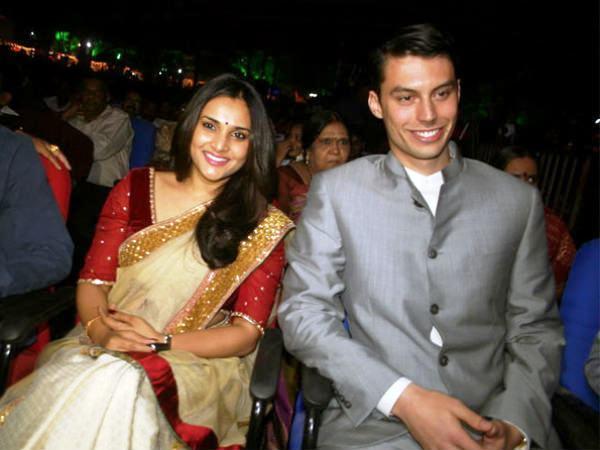 divya spandana with lover க்கான பட முடிவு