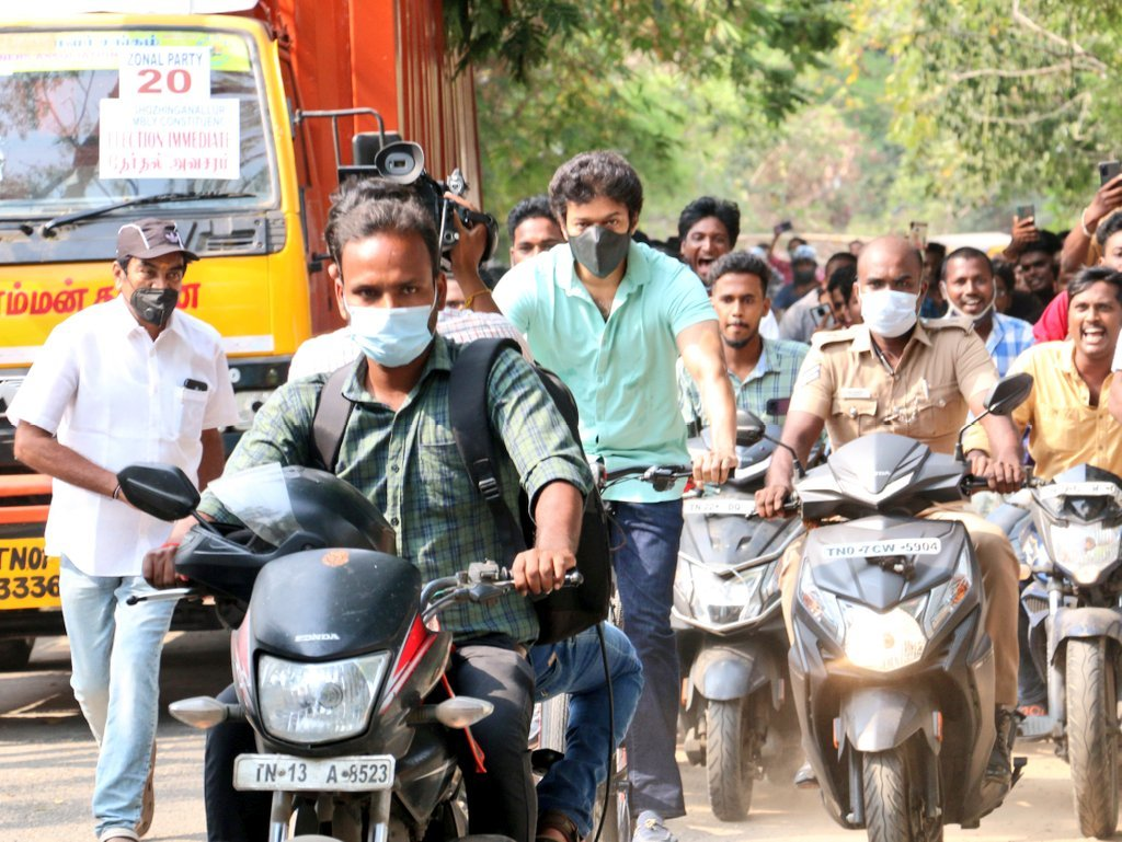 Thalapathy Vijay cycle entry from his house goes viral