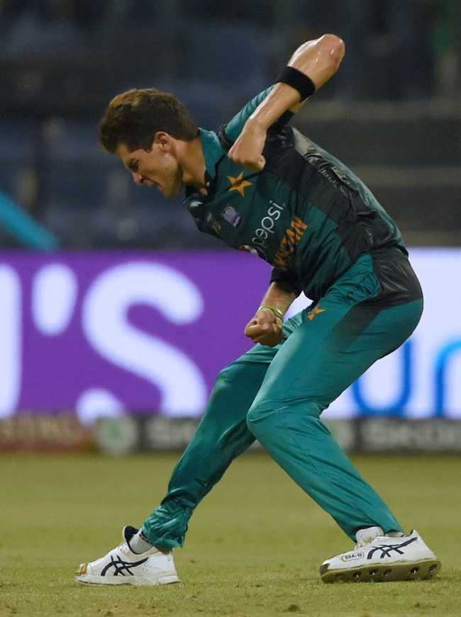 Shaheen Afridi picked Mominul Haque's wicket, leaving Pakistan reeling at 12 for 3.
