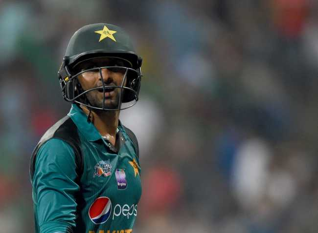 Shoaib Malik was dismissed by Rubel Hossain, thanks to a stunning grab by Mortaza at short midwicket.