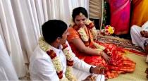 Bride asked to groom wait for 1 hour viral news