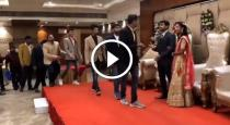 groom-friends-funny-moments-at-marriage-stage