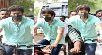 vijay-coming-by-cycle-for-cast-his-vote