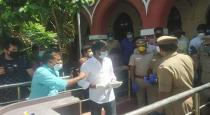 Actor soori helped TN cops photos goes viral