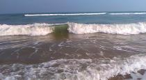 trapped-in-a-wave-the-boy-drowns-in-the-sea-and-dies