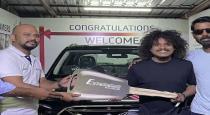 anitha-sampath-wishes-to-pugazh-for-buying-new-car