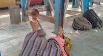 baby try to wake his died mom
