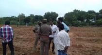 puthukottai-ilaingargal-talking-with-collecter-for-farm