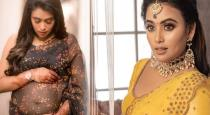 Bharathi kannamma venba pregnancy photoshoot