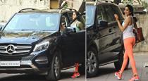 janhvi-kapoor-latest-benz-car-rate