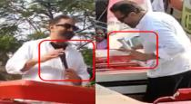 kamal-throw-torch-light-when-his-mike-gives-trouble