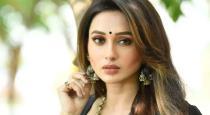 actress-mimi-chakaravarthy-get-corono-vaccination-in-fr
