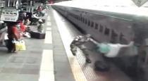 mumbai-kalyan-railway-station-women-felt-viral-video