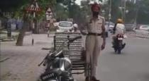 cop-stole-egg-in-punjab-video-viral