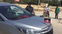 helping-car-to-sasikala