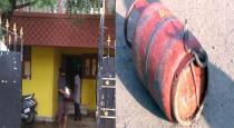 snake in cylinder