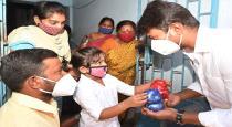 young child give money to udhayanithi