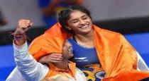 indian gold medalist Vinesh Phogat get engagement in airport